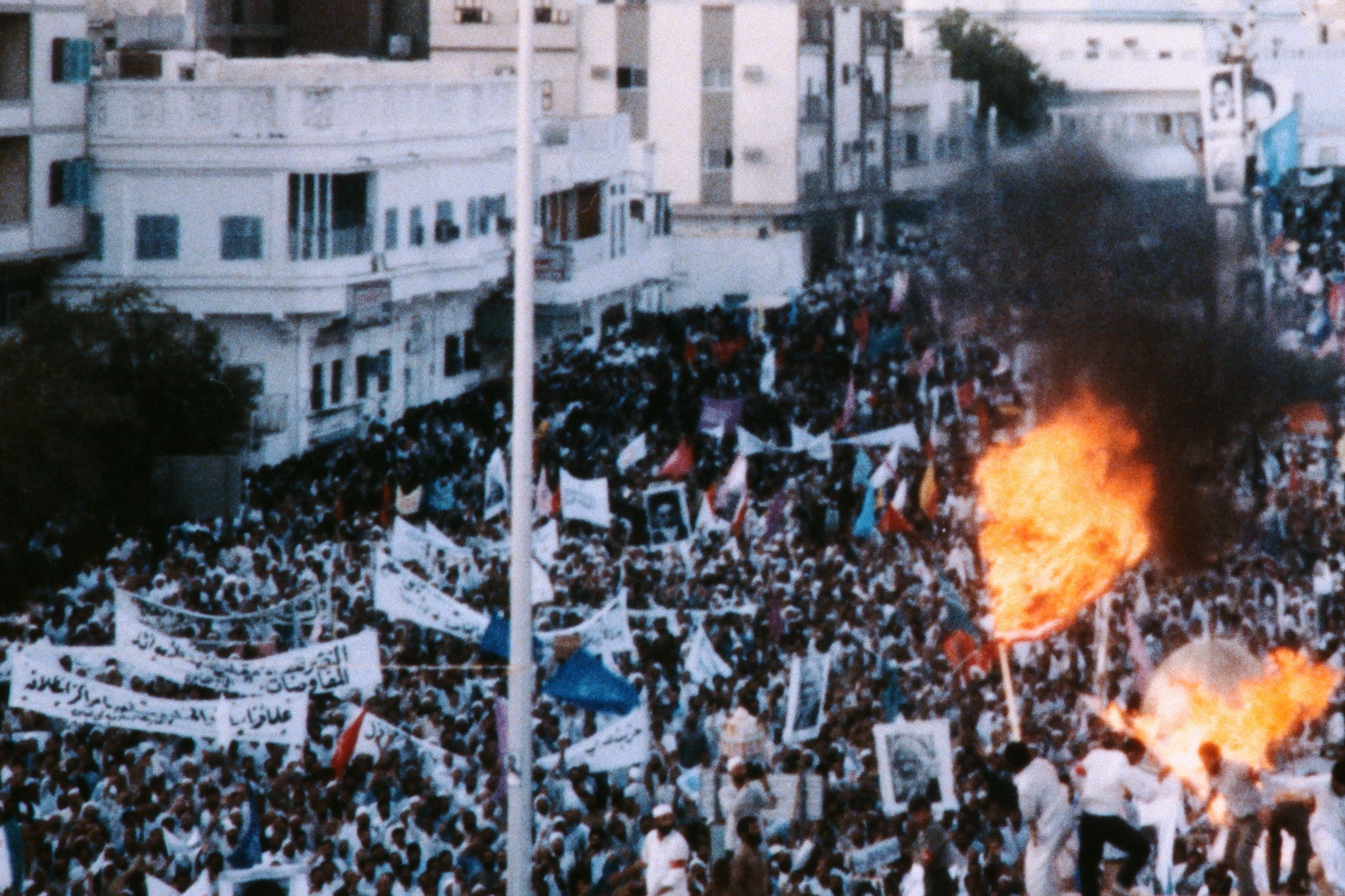 Iranian demonstrators clash during a rally protesting against the deployment of US Navy vessels in the Persian Gulf on August 02, 1987 in Mecca