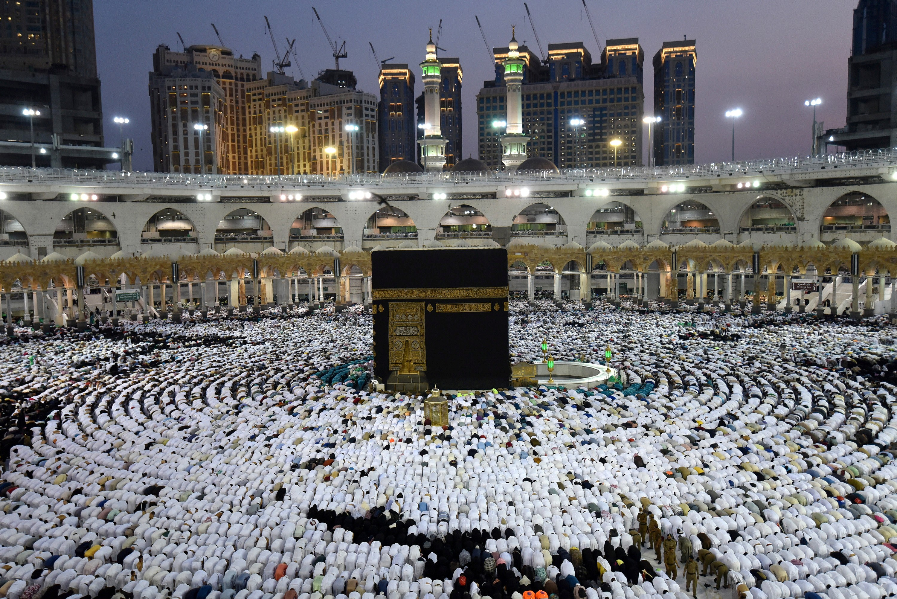 Muslims pray and gather around the holy Kaaba at the Great Mosque during the holy fasting month of Ramadan in Mecca, Saudi Arabia, May 26, 2019