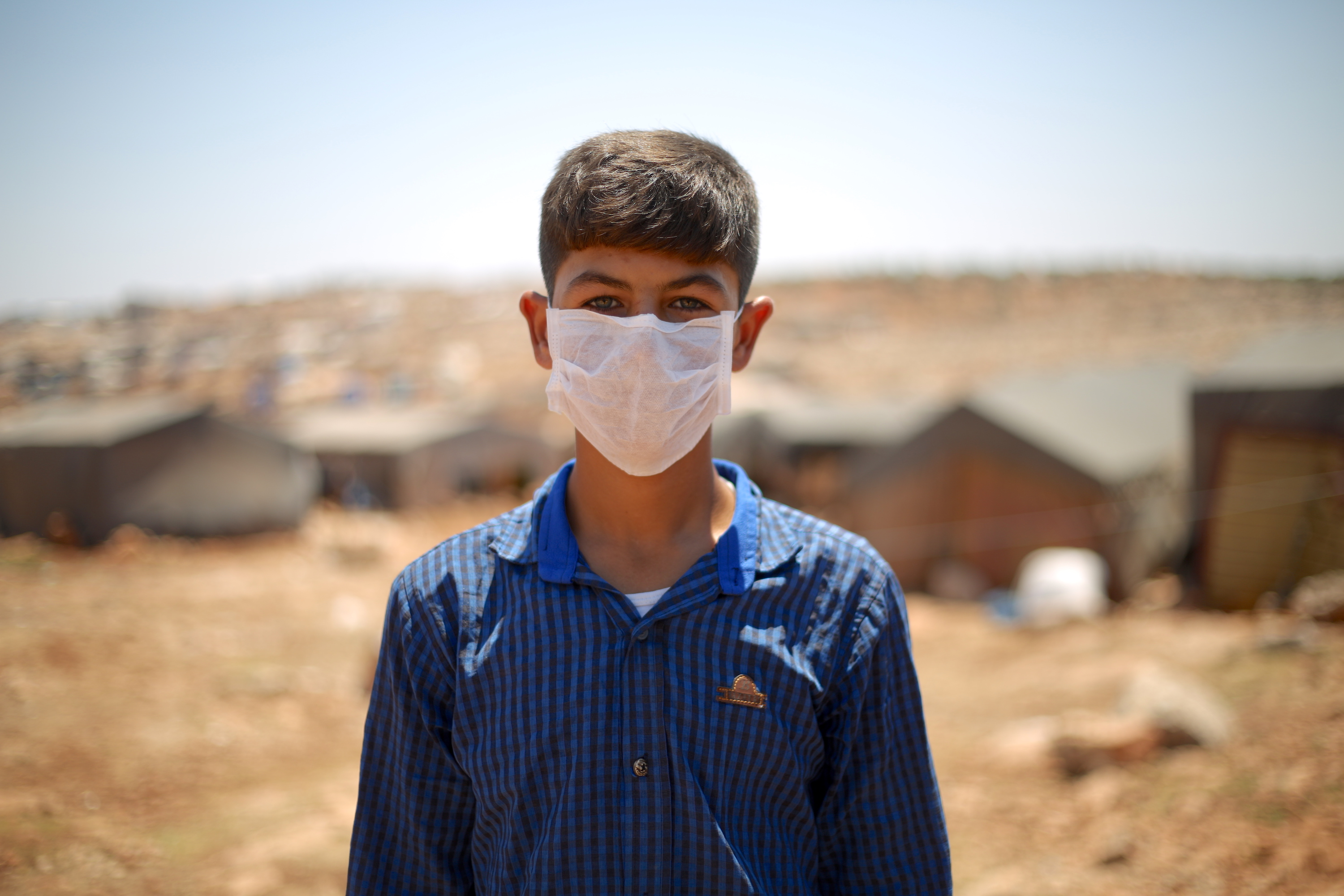 Boy wearing handmade mask in Idlib / MEE