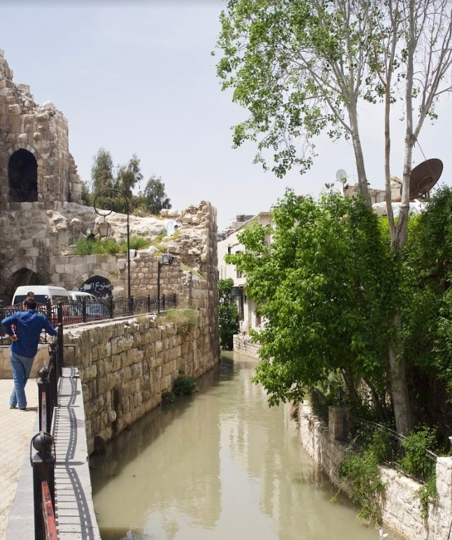 The Barada river flows through the old city of Damascus (MEE/Alex Ray)