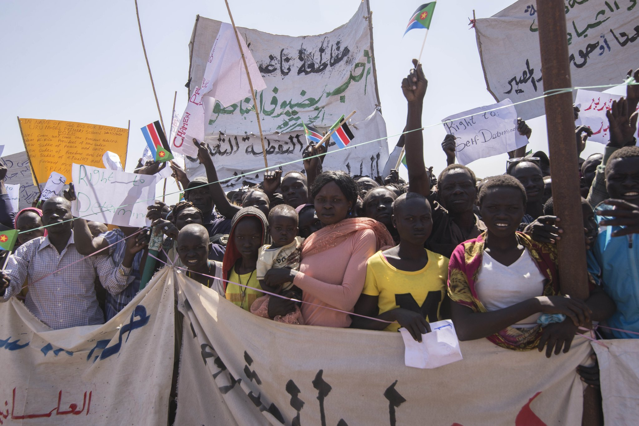 Thousands came out to welcome Sudan's prime minister (PM's official Twitter account)
