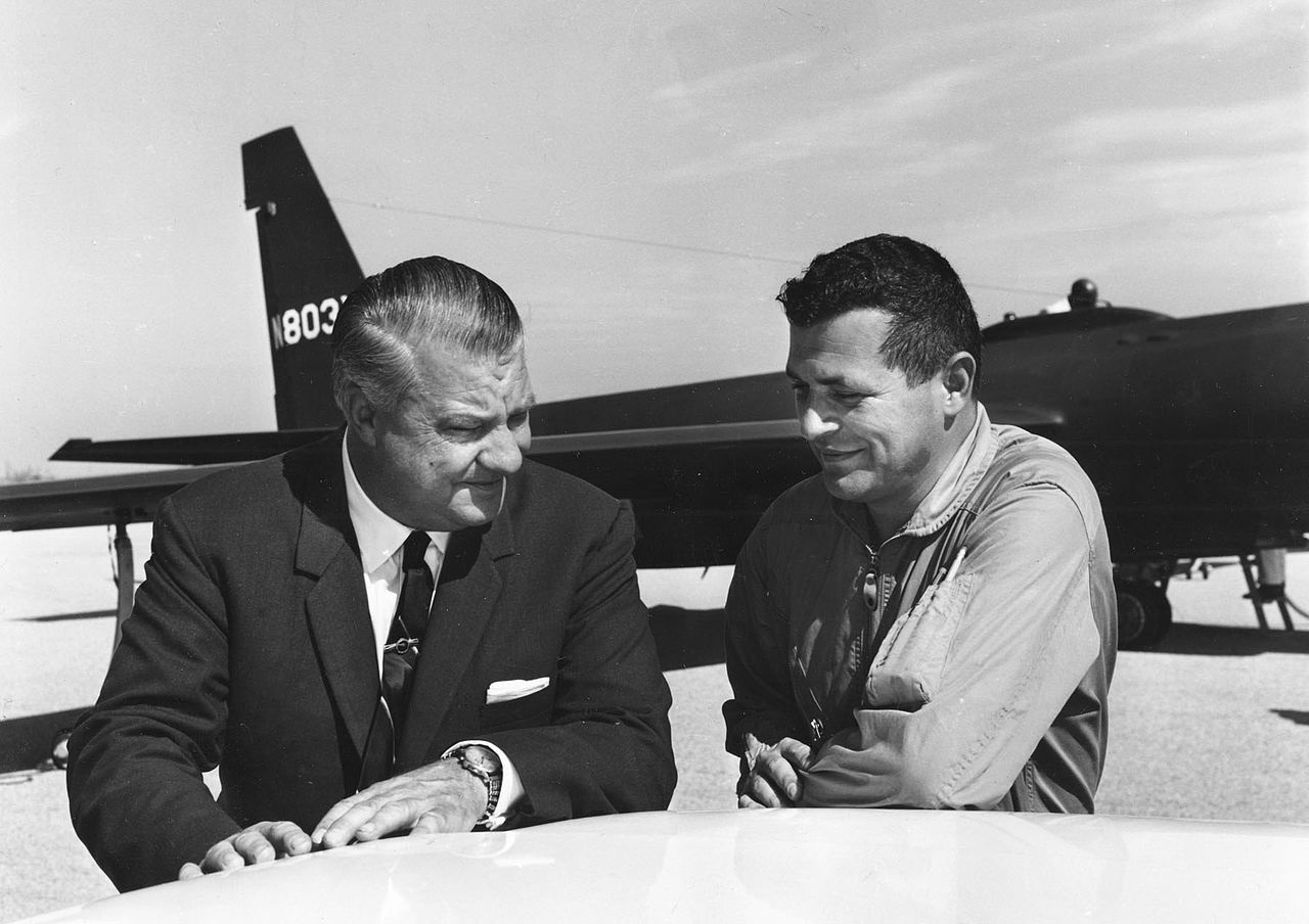 USAF pilot Gary Powers (right) U2 designer Kelly Johnson 1966