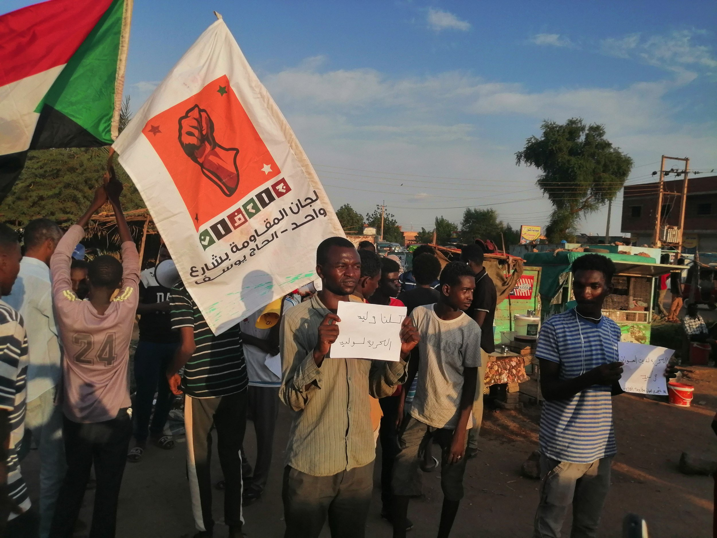 Protesters on 27 September in the Khartoum neighbourhood of Haj Youssef call for the release of Walid Hassan (MEE)