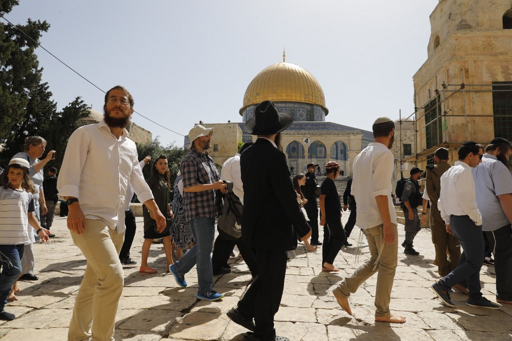 Israeli security forces escort Jewish settlers at Jerusalem's al-Aqsa Mosque compound on 2 June (AFP)