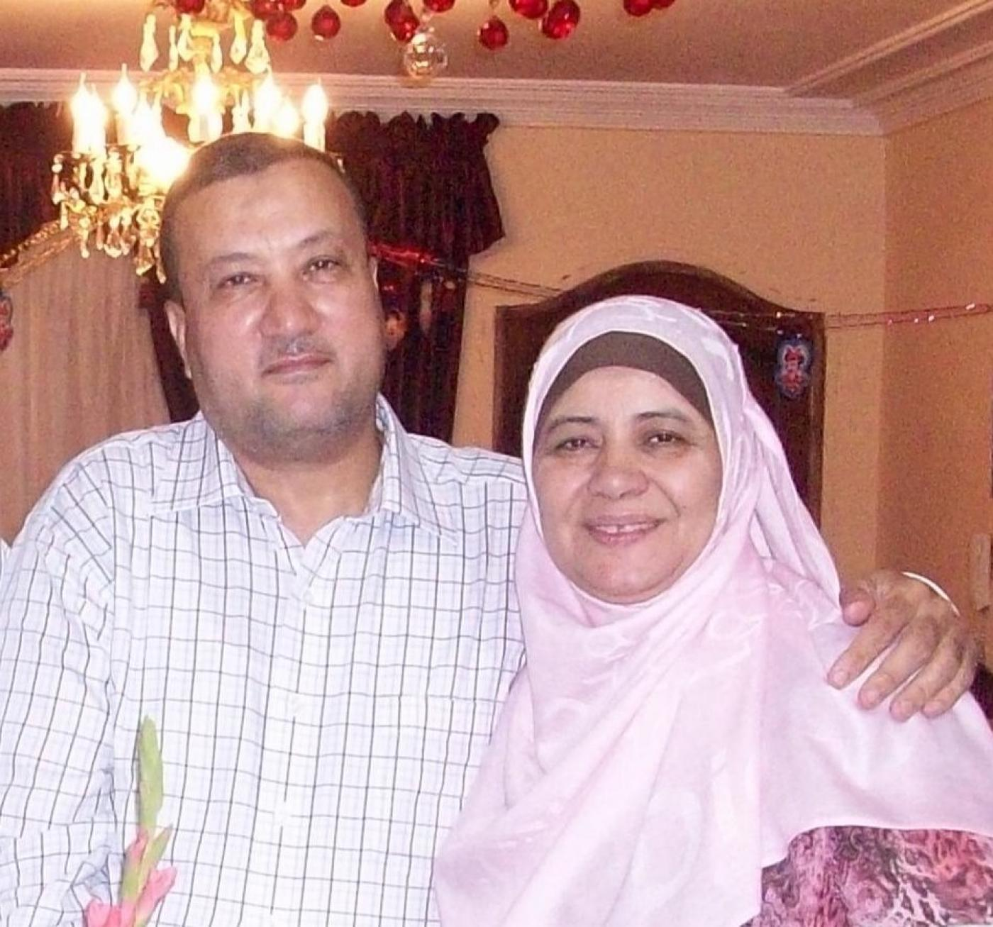 Ahmed Abdrabbu (L) and his wife