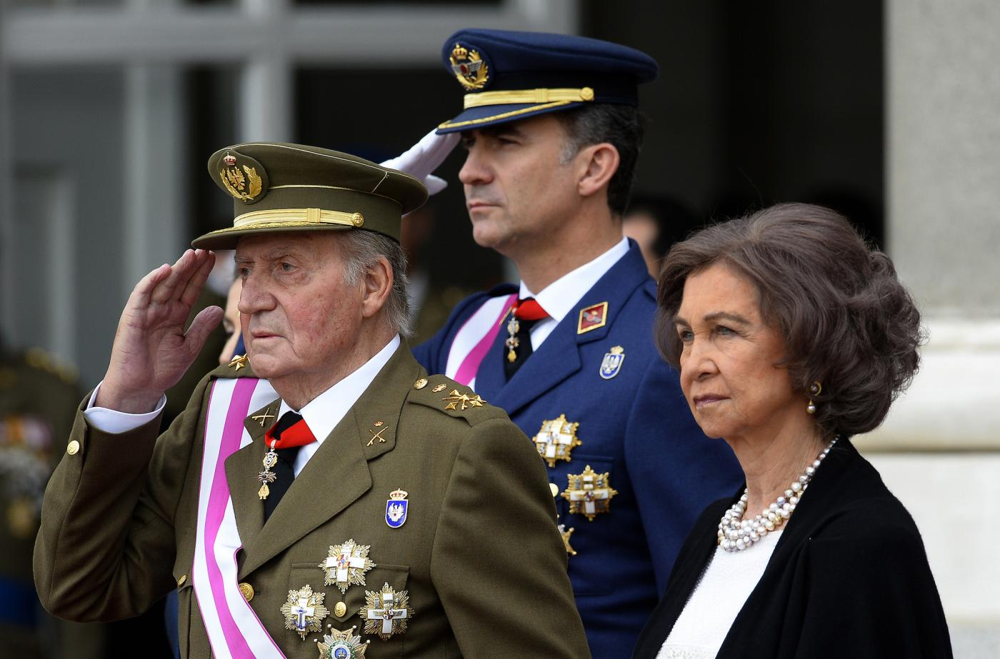 Spain's king Juan Carlos with his son and wife